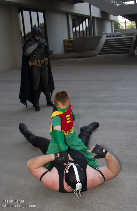 Little Kid Robin Takes Down Bane While Batman Texts