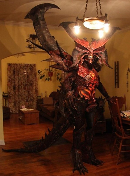 Scary Diablo 3 Cosplay