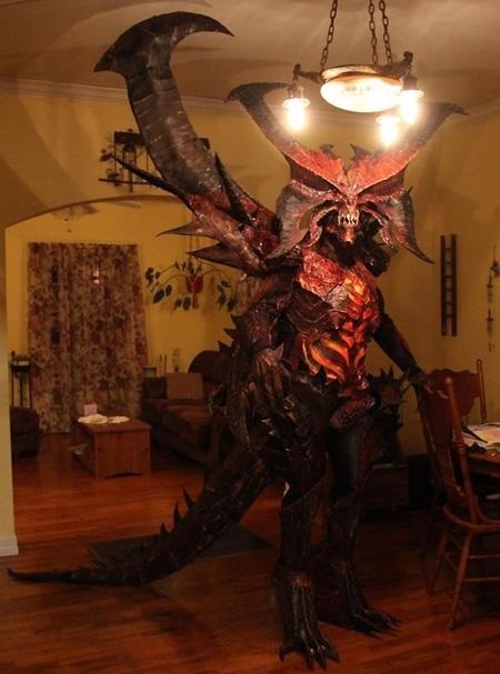 Scary Diablo 3 Cosplay