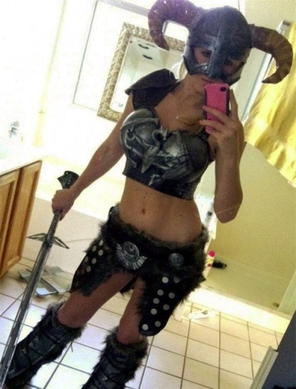 Sexy Lady Dragonborn Cosplay