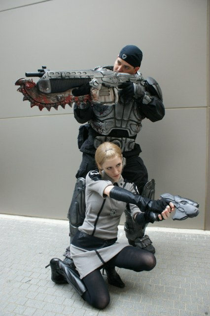 Gears of War Marcus Fenix and Anya Stroud Cosplay Action