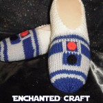 Hand-Knitted R2-D2 Slippers [pic]