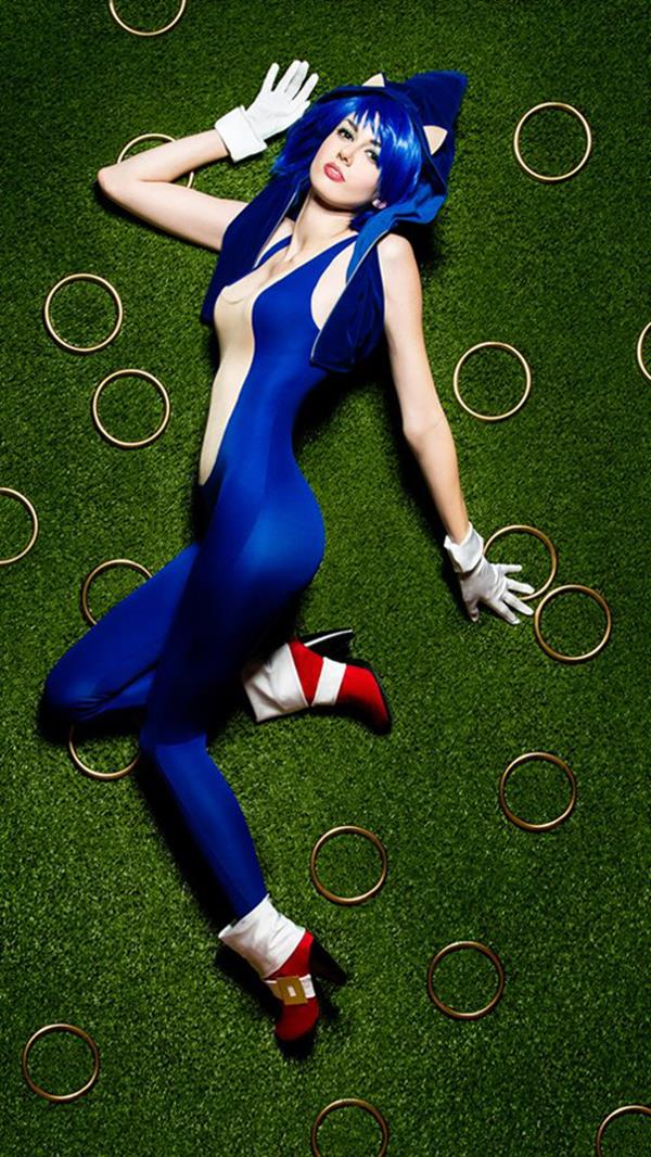 Female Sonic the Hedgehog Cosplay