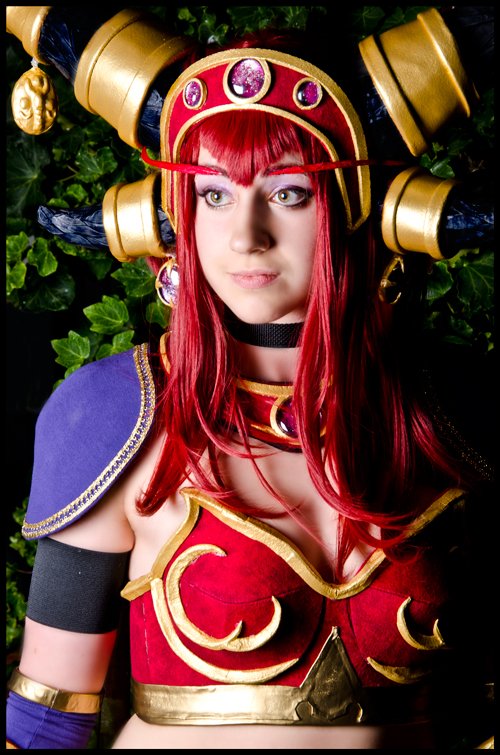 Alexstrasza Worlf of Warcraft Cosplay